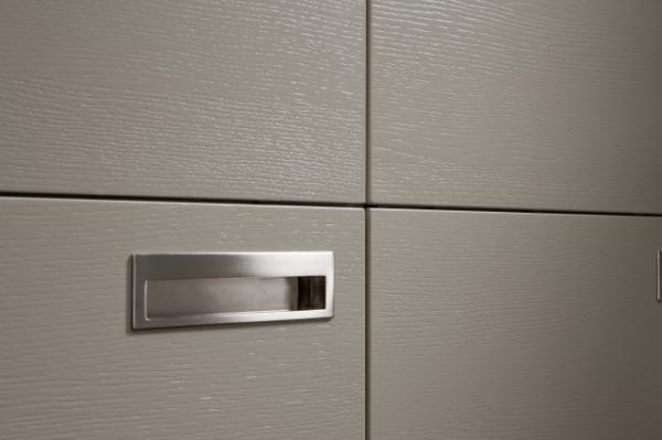 Tao Tamos Traditional Kitchen Cabinet Integrated Handles